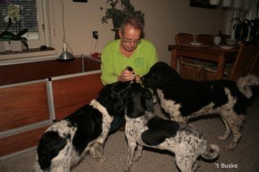 Jessie, Floran en Gusje maken kennis met een pup