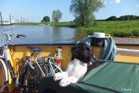 Op de pont van Pannerden naar Millingen aan de Rijn Sur le Pont de Pannerden à Millingen aan de Rijn
