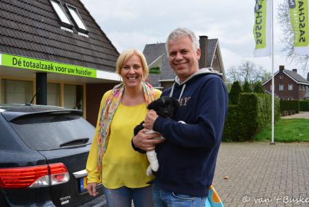 Die arme Charlie moet het verst reizen, hij gaat naar Kloosterzande in Zeeland met Bea en Wim en hun drie kinderen. Zus Saar uit het Leafke nest woont in het dorp ernaast.