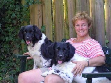 DJ samen met Floran en mij op het bankje in de tuin